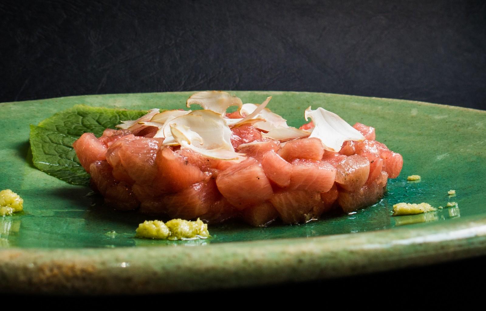 Tartar de ventresca de atún rojo salvaje con wasabi y perrechicos frescos